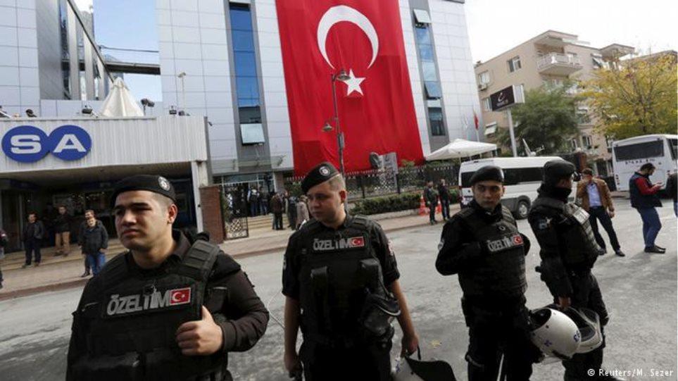 Συνεχίζονται οι συλλήψεις στην Τουρκία: Εκδόθηκε ένταλμα για 137 πανεπιστημιακούς