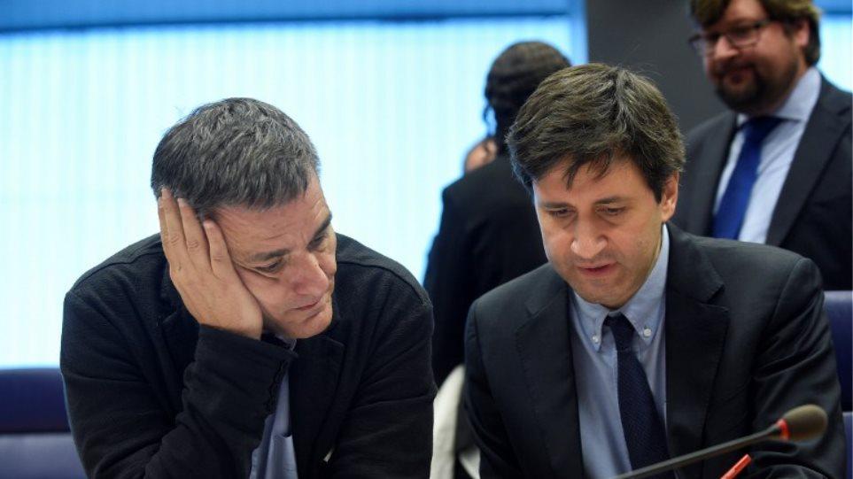 Συμβιβασμό με «κλείδωμα» χαμηλών επιτοκίων και επιμήκυνση για το χρέος επιζητά τώρα η Αθήνα