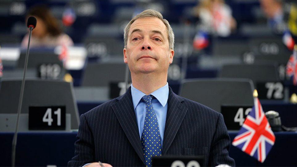 Φάρατζ: Οδεύουμε σε «προδοσία» 17,4 εκατ. ψηφοφόρων που θέλουν Brexit