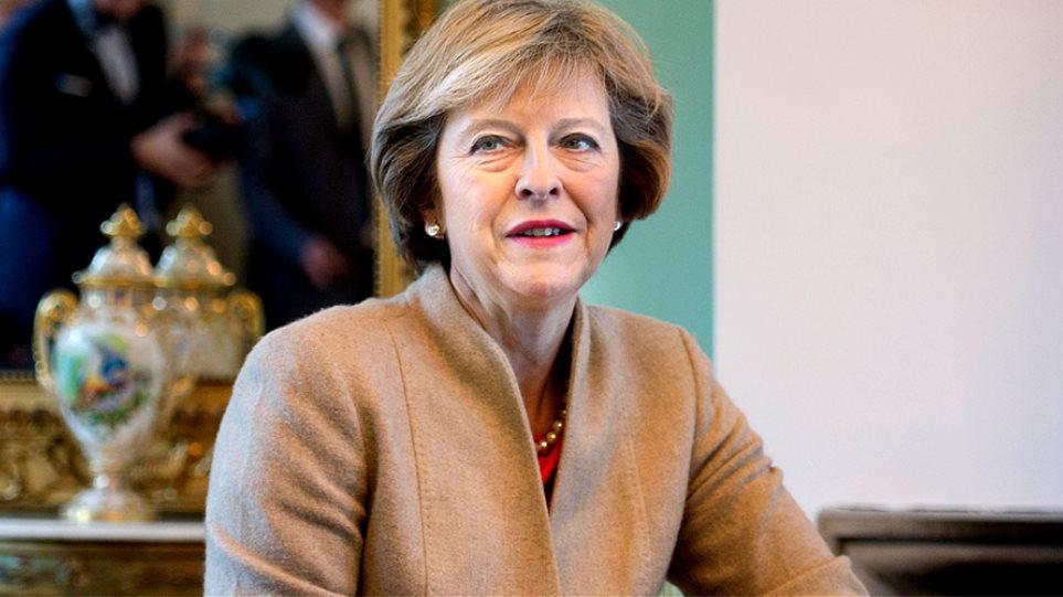 Ήττα για τη Μέι: Μόνο με σύμφωνη γνώμη του Κοινοβουλίου μπορεί να γίνει Brexit