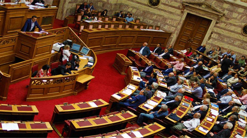 Δείτε live: «Μάχη» στη Βουλή για την τροπολογία Παππά