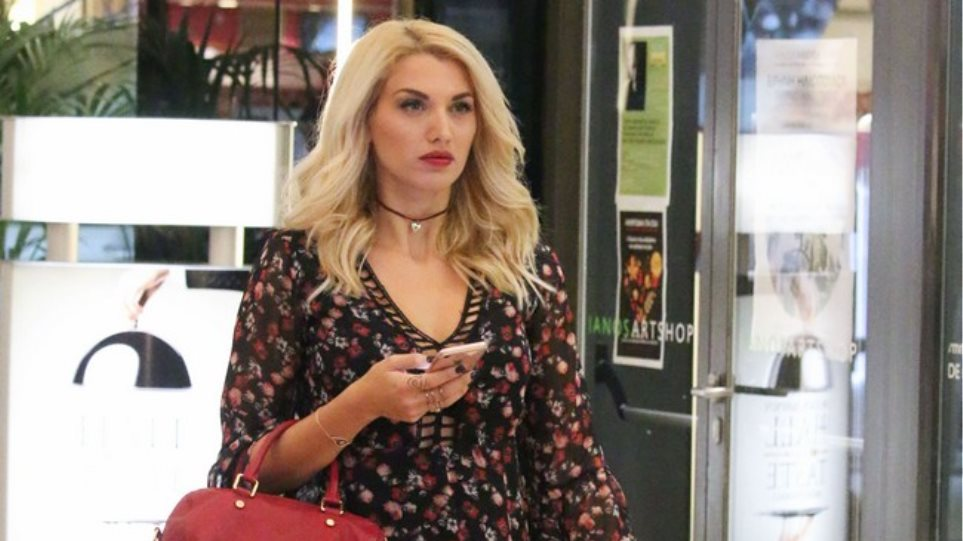 Κωνσταντίνα Σπυροπούλου: Βόλτα σε εμπορικό κέντρο