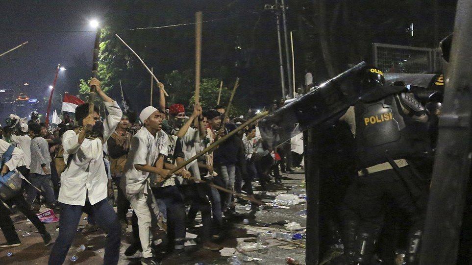 Ινδονησία: Άγριες συγκρούσεις στην Τζακάρτα - Ένας νεκρός και επτά τραυματίες