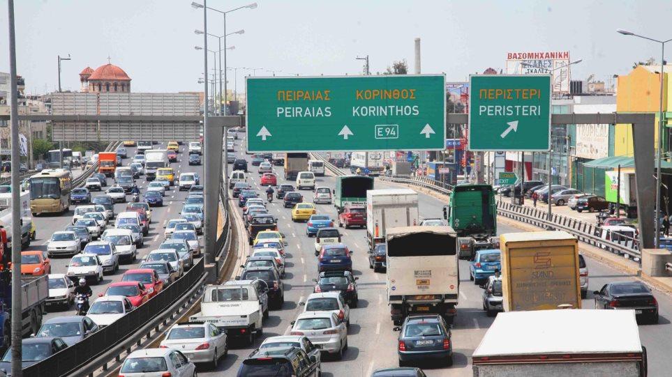 Χάος στην Εθνική Οδό - Τροχαίο με νταλίκες στο Χαϊδάρι