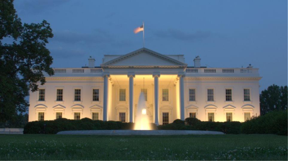 ΗΠΑ: Συνελήφθη άνδρας με πολυβόλο όπλο και μάσκα κοντά στον Λευκό Οίκο