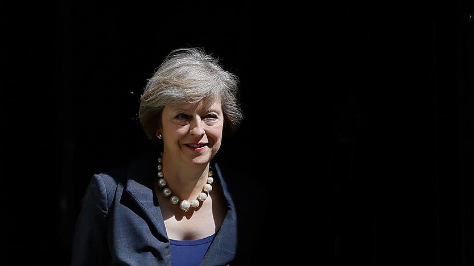 Μέι από Ινδία: Η Βρετανία δεν θα γυρίσει την πλάτη της στον κόσμο μετά το Brexit