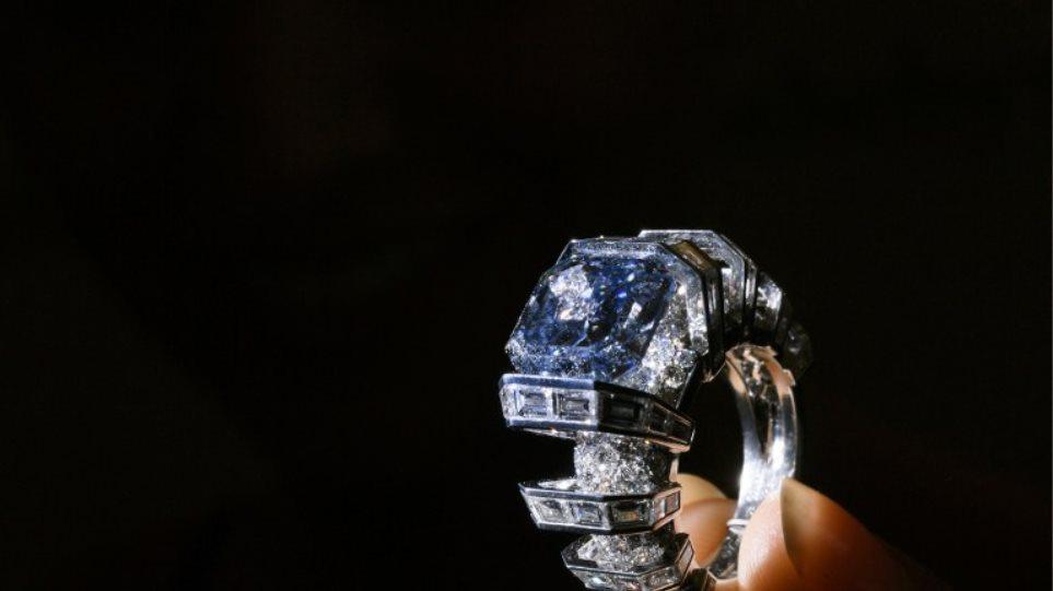 Σπάνιο μπλε διαμάντι πωλήθηκε έναντι 16 εκατομμυρίων ευρώ 7a61d8a4563