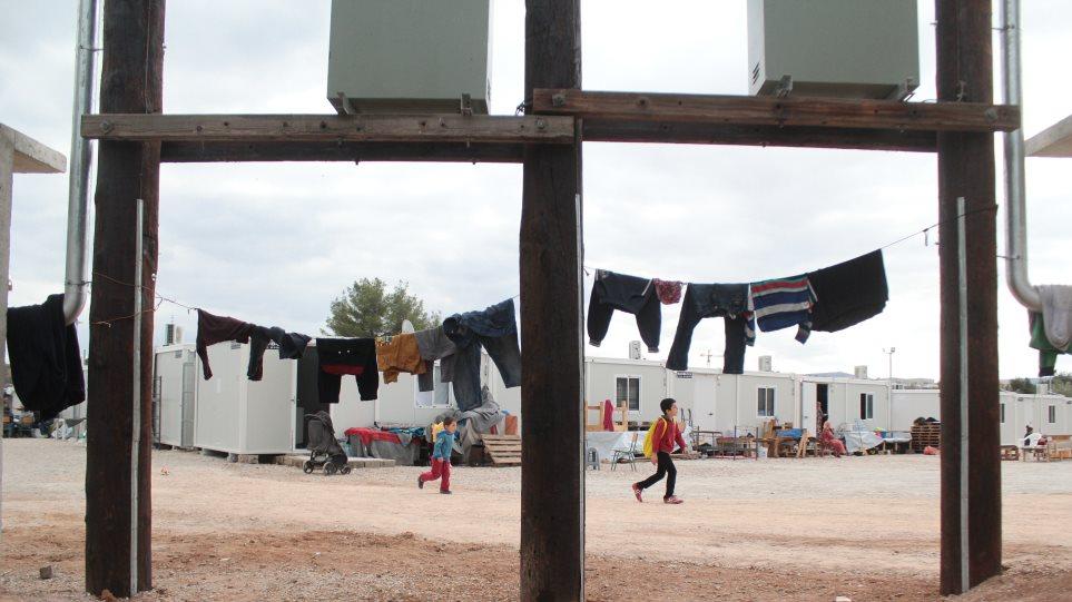 Εγκαινιάστηκε η ανακατασκευασμένη δομή προσφύγων στη Ριτσώνα
