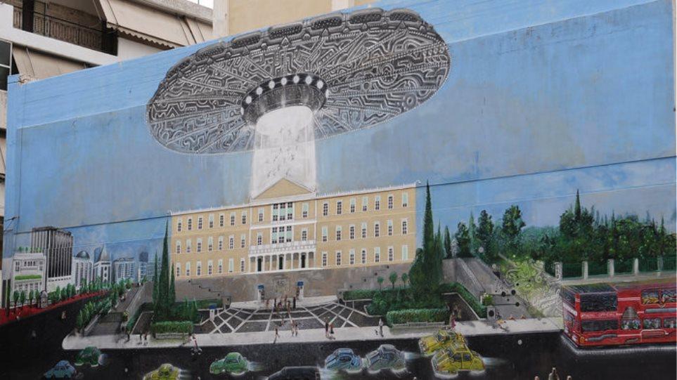 Διαστημόπλοιο απαγάγει βουλευτές μέσα από τη Βουλή