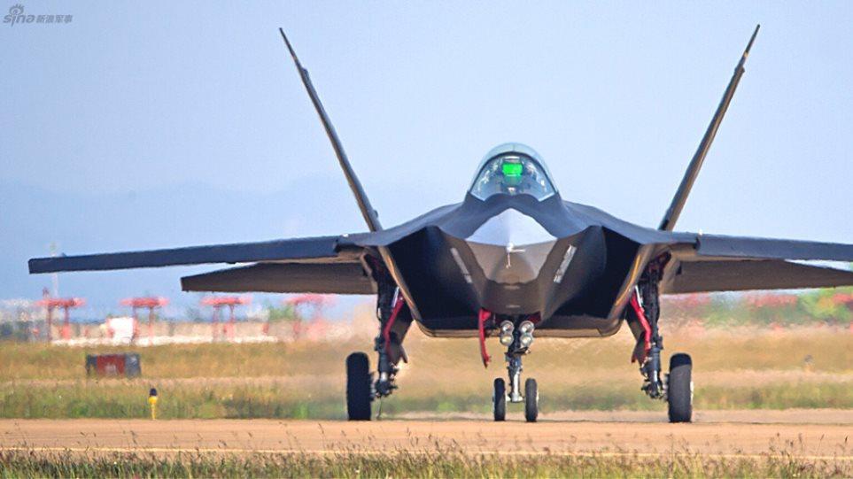 Η Κίνα «χτυπάει» την Lockheed: Παρουσίασε νέο μαχητικό που κοντράρει τα F-35