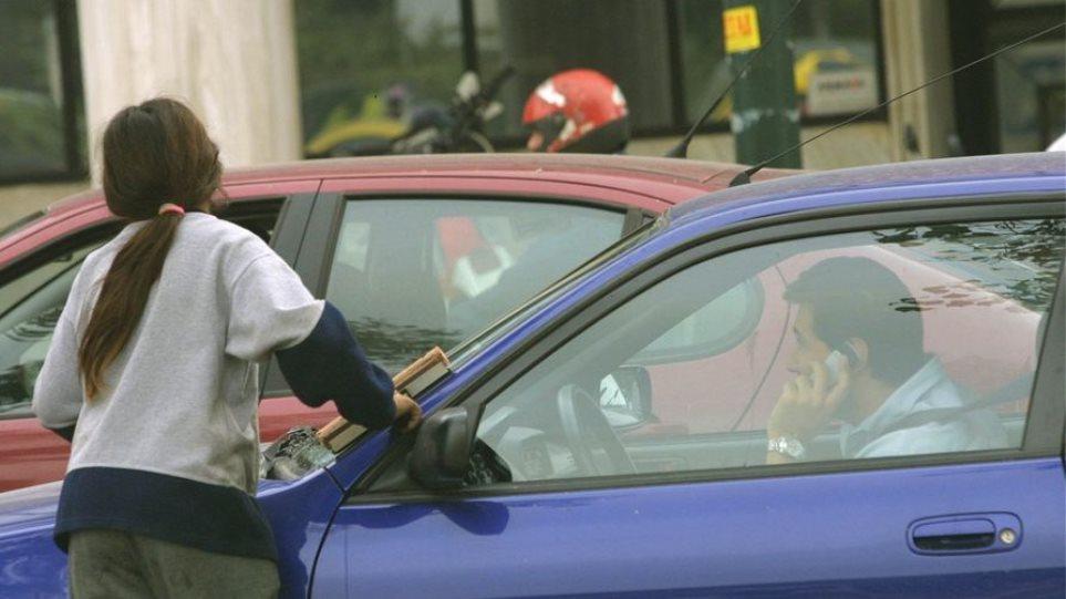 Συνελήφθη Ρουμάνος που υποχρέωνε το γιο του και άλλα παιδιά να ζητιανεύουν