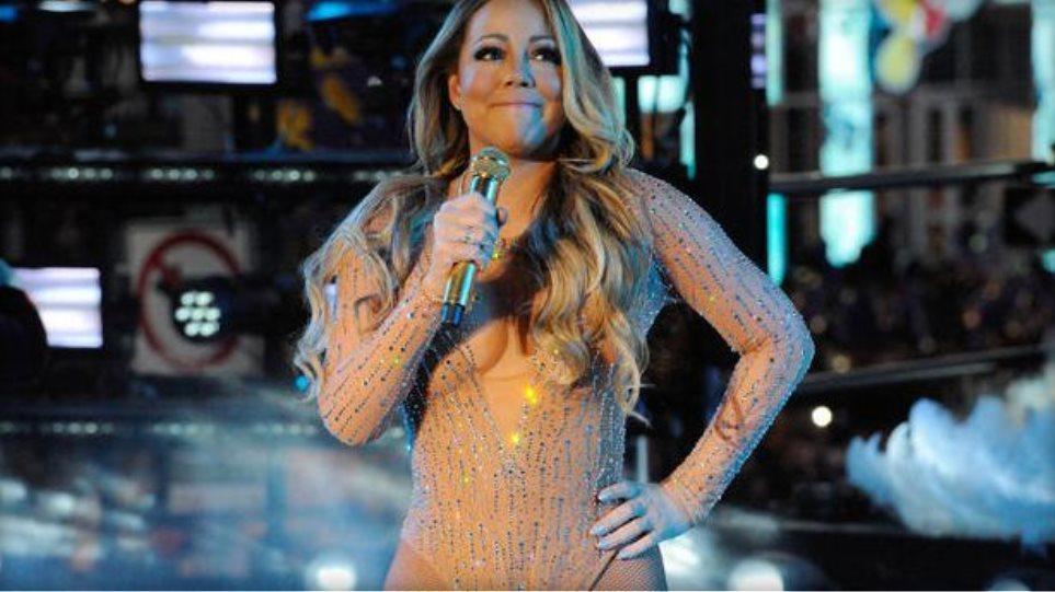 «Φιάσκο» η εμφάνιση της Mariah Carey στην Times Square - Έφυγε σε έξαλλη  κατάσταση 78e70a880b9
