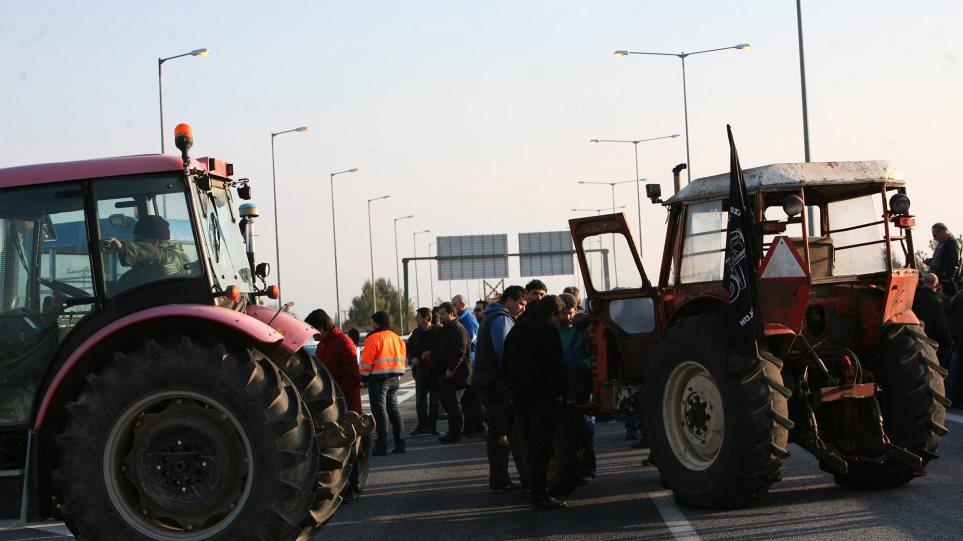 Ένταση με τους αγρότες στο τελωνείο των Ευζώνων