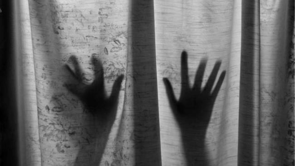 b874c47078 Ρόδος  Μάνα και πατριός τη βίαζαν από τα 14 - Τα αδέρφια «καίνε» τους  γονείς-τέρατα