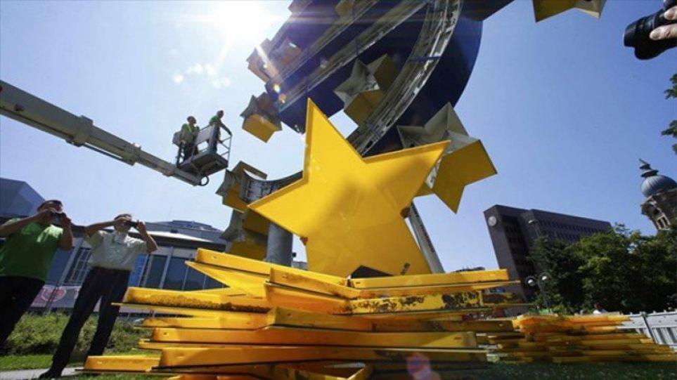 Bloomberg: Τρία σενάρια διάλυσης και άλλα τρία διάσωσης της ευρωζώνης