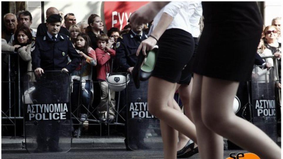 22e9fd7cceb Ξυπόλητη έκανε παρέλαση μαθήτρια στη Θεσσαλονίκη