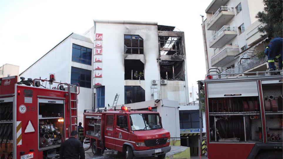 Μεγάλη πυρκαγιά σε εμπορικό στο Χαλάνδρι
