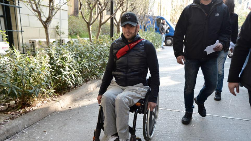 Έγκλημα στο Μοσχάτο: Στο σπίτι του με «βραχιολάκι» ο 39χρονος παραολυμπιονίκης
