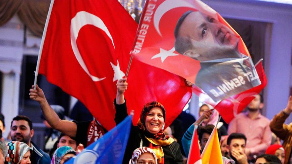 Στις κάλπες από σήμερα οι Τούρκοι της Γερμανίας