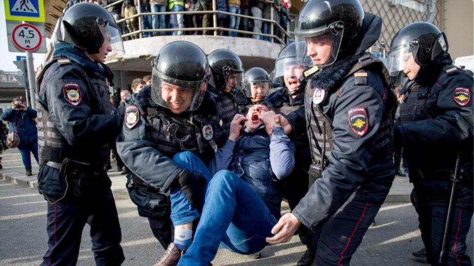 Την άμεση απελευθέρωση των συλληφθέντων ζητούν οι Βρυξέλλες από την Μόσχα