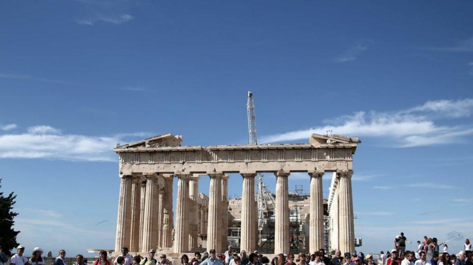 Thomas Cook: Πάνω από 40% αυξήθηκαν οι κρατήσεις Βρετανών για ταξίδια στην Ελλάδα