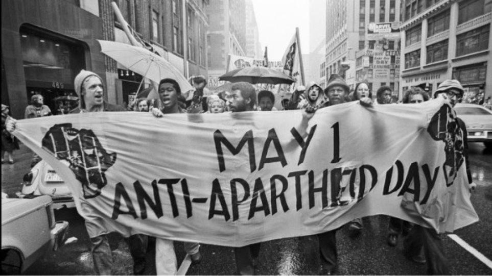 Απεβίωσε ο βετεράνος ακτιβιστής κατά του απαρτχάιντ Αχμέντ Κατράντα