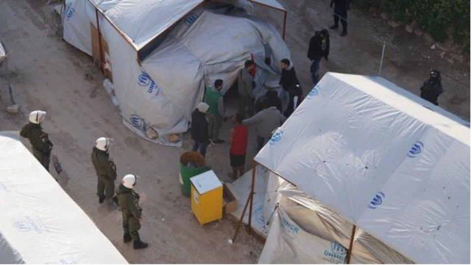 Χίος: Επιχείρηση «σκούπα» στον καταυλισμό της Σούδας - 10 συλλήψεις