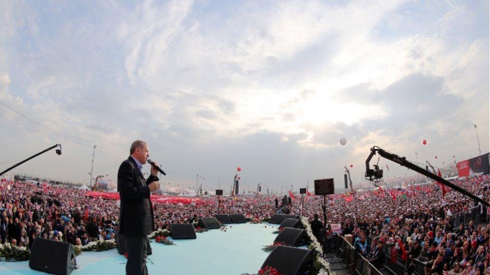 «Φιέστα» Ερντογάν μια εβδομάδα πριν το δημοψήφισμα: Θα επαναφέρω τη θανατική ποινή