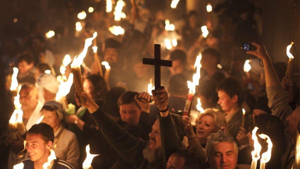 Στις 18:30 φτάνει στο «Ελευθέριος Βενιζέλος» το Άγιο Φως