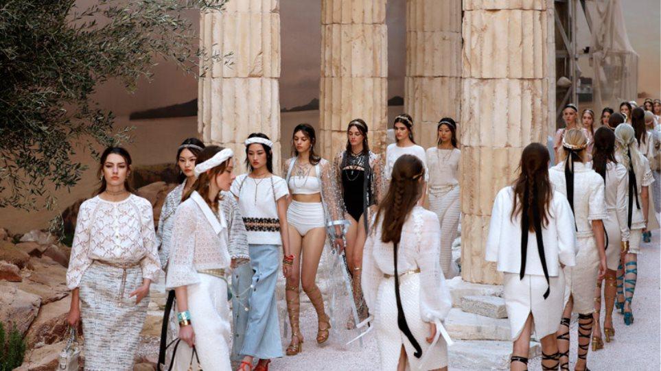 Η Chanel έφερε την Αρχαία Ελλάδα στο Παρίσι - Εντυπωσιακή επίδειξη μόδας
