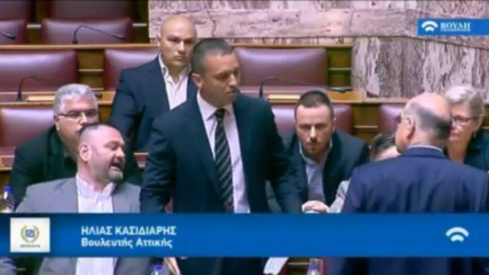 Πώς περιγράφει ο Δένδιας την επίθεση - Η Βουλή «έκρυψε» τα πλάνα της ντροπής