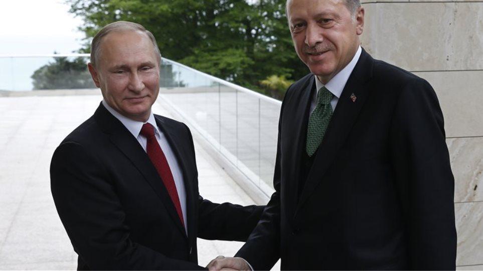 Πούτιν: Η Ρωσία έτοιμη να πουλήσει το πυραυλικό σύστημα S-400 στην Τουρκία