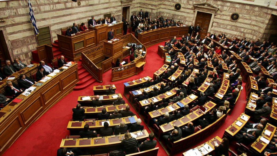 Δείτε LIVE: Για εξευτελισμό της Βουλής κατηγορεί την κυβέρνηση η αντιπολίτευση