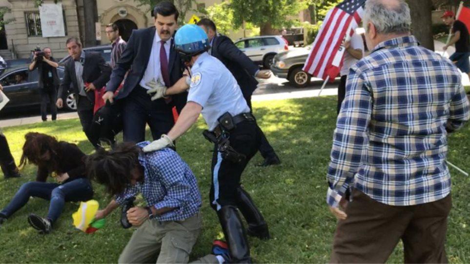 ΗΠΑ: Δύο συλλήψεις για τα επεισόδια έξω από την τουρκική πρεσβεία το Μάιο