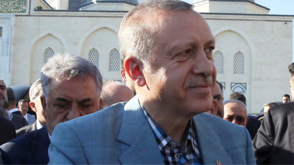 Λιποθύμησε ο Ερντογάν μέσα σε τζαμί -Μεταφέρθηκε στο νοσοκομείο