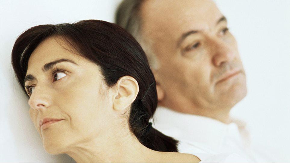 γυναίκα άρχισε να βγαίνει ραντεβού πριν το διαζύγιο είναι το αγκίστρι σου που σε ερωτεύεται.