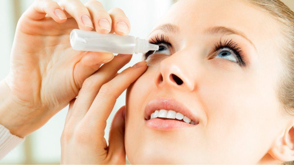 Οφθαλμίατροι αφαίρεσαν... 27 φακούς επαφής από τα μάτια μιας ηλικιωμένης γυναίκας