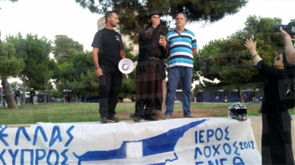 Φωτογραφίες: Ο «πατήρ Κλεομένης» σε πορεία ακροδεξιών στη Θεσσαλονίκη