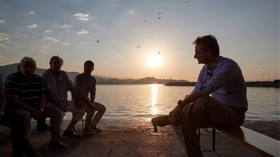 Καβάλα: Η συνάντηση Μητσοτάκη με αλιείς μέσα από φωτογραφίες