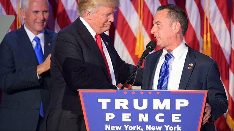 Ο Τραμπ απέλυσε τον ελληνοαμερικανό προσωπάρχη του Λευκού Οίκου