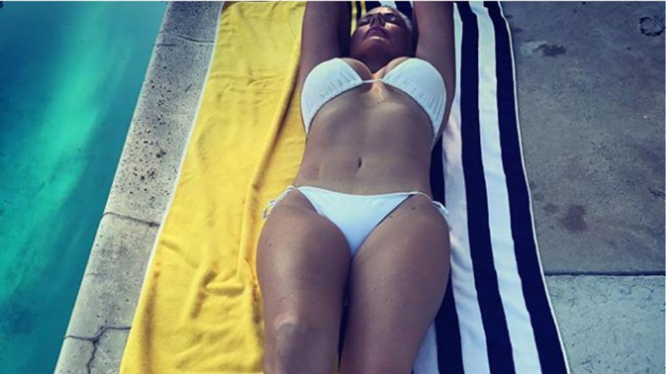 Η Νανά Παλαιτσάκη δημοσίευσε το διαβατήριό της μετά τις εικόνες με μαγιό και τα σχόλια για την ηλικία της