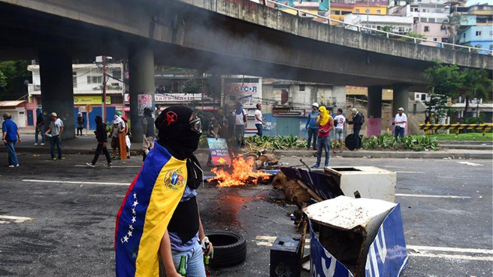Εκτός ελέγχου η κατάσταση στη Βενεζουέλα: Τέσσερις νεκροί ανήμερα των εκλογών
