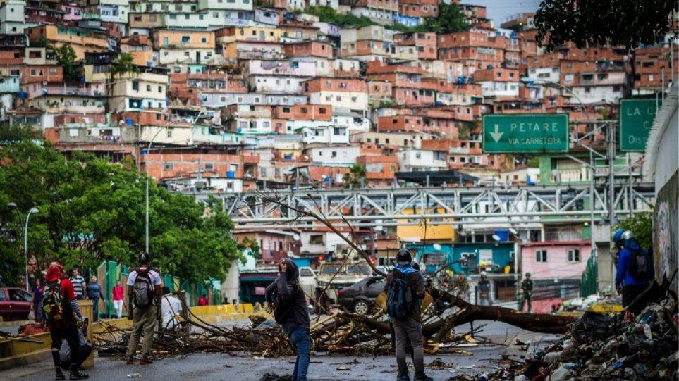 Κάλπες στη Βενεζουέλα εν μέσω αιματηρών διαδηλώσεων