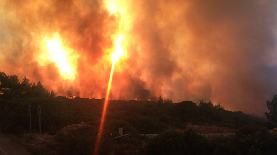 Αναζωπυρώθηκε η φωτιά στα Κύθηρα: «Θα καούμε ζωντανοί» - Εκκενώνονται χωριά