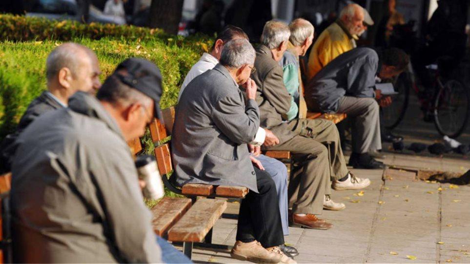 Μελέτη σοκ: Η Ελλάδα γερνάει και μικραίνει