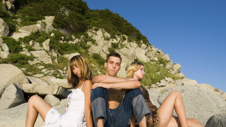 Dating δεν σημαίνει γκόμενος φιλενάδα το νήμα γνωριμιών 86