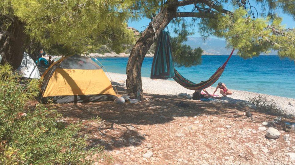 Γέμισαν σκηνές οι παραλίες