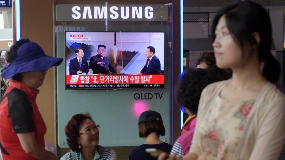 Προκαλεί ξανά ο Κιμ: Η Βόρεια Κορέα μετέφερε πύραυλο προς τις ακτές
