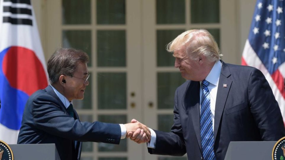 Συμφωνία Τραμπ και Νότιας Κορέας για πώληση όπλων πολλών δισ. δολαρίων