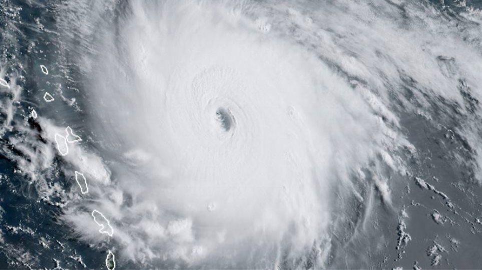 Ο τυφώνας «Ίρμα» κινείται με ανέμους 295 χλμ. προς τις ακτές των ΗΠΑ